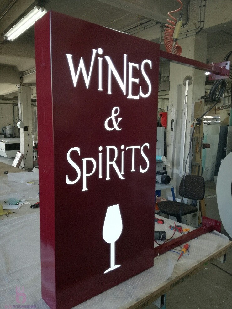 Enseigne double face : Wines & Spirits
